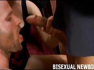 Je pense qu'il est temps d'avoir notre premier trio bisexuel
