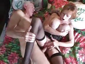 Un vieux baise la femme de son meilleur ami !