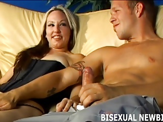 Préparez-vous pour votre première trio bisexuel