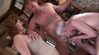Couple bisexuel pratique le Cuckold