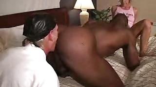 Black bisexuel soumis pour sexe à trois