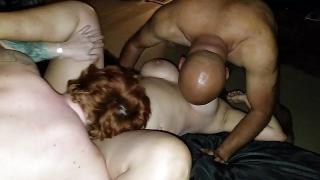 Deux grosses avec des gros seins dans un trio fun ffh